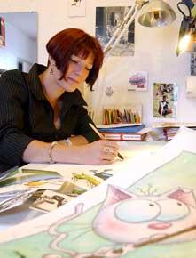 Photo de Sophie Turrel à son bureau
